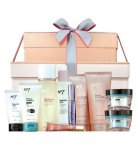 Boots Star Gift No7 The Ultimate Collection Beauty and Skincare Gift £37