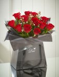 12 red roses and free chocolates and delivery - Valentines Day £25 (£22 via Quidco) @ M&S