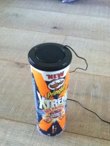 how to make a speaker out of pringles