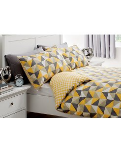 monochrome triangles duvet set double or king from 6. Black Bedroom Furniture Sets. Home Design Ideas