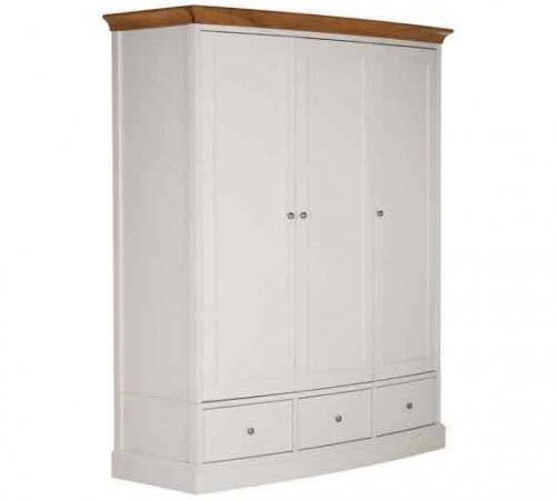 3 door oak wardrobe 255 with code down from 1500 at. Black Bedroom Furniture Sets. Home Design Ideas